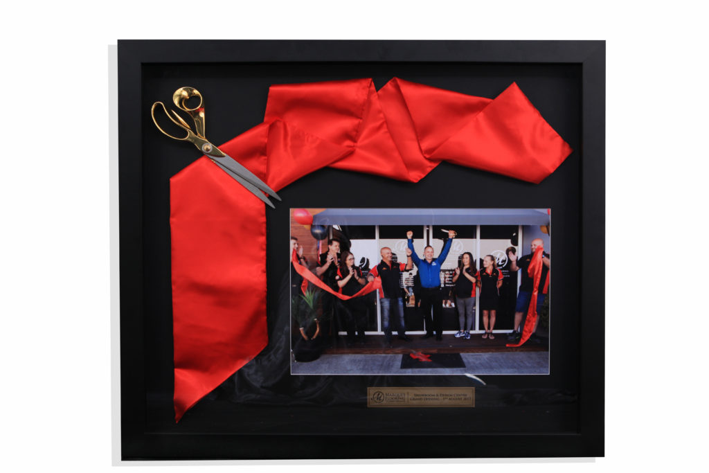ribbon and sissors framing